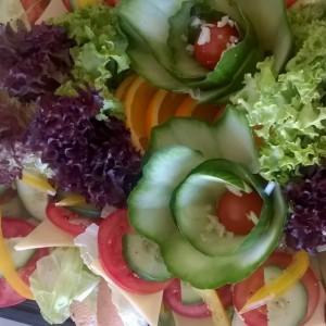 sałatki z rożnych warzyw